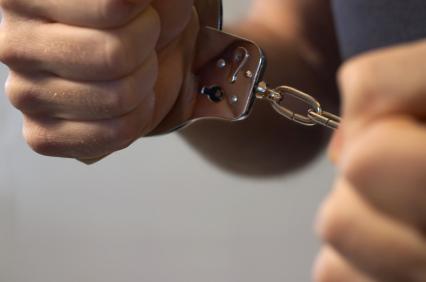 crime-handcuffs_412951